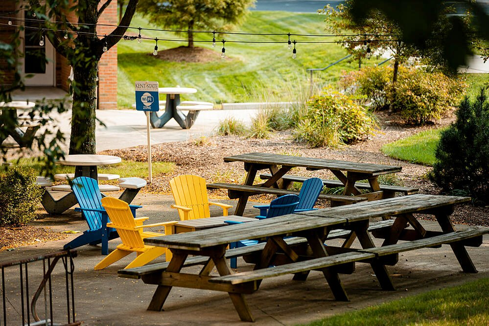 Commercial Landscaping Sitting Area Seating Kent State University College Chairs Benches