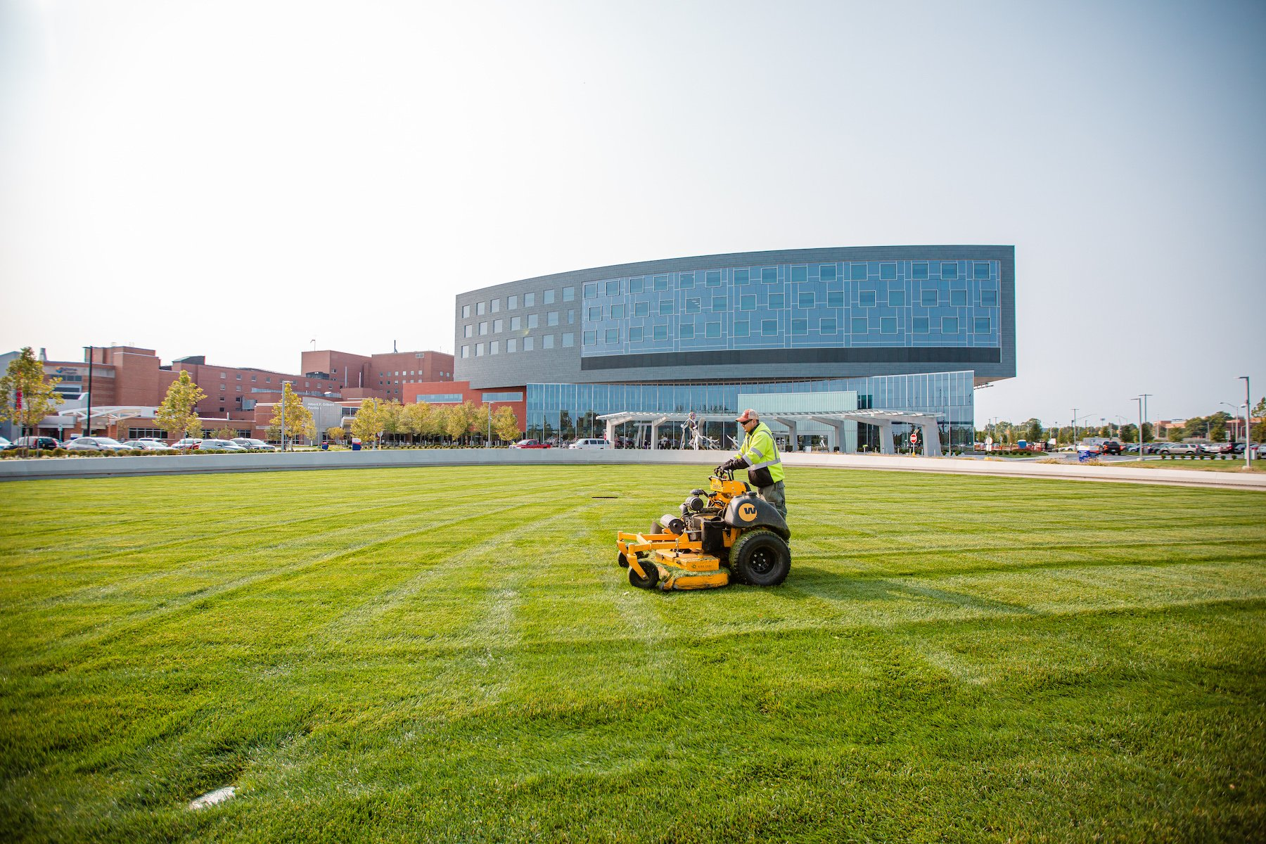 hospital-healthcare-mowing-maintenance-lawn