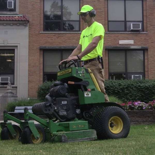 commercial grounds maintenance mower2